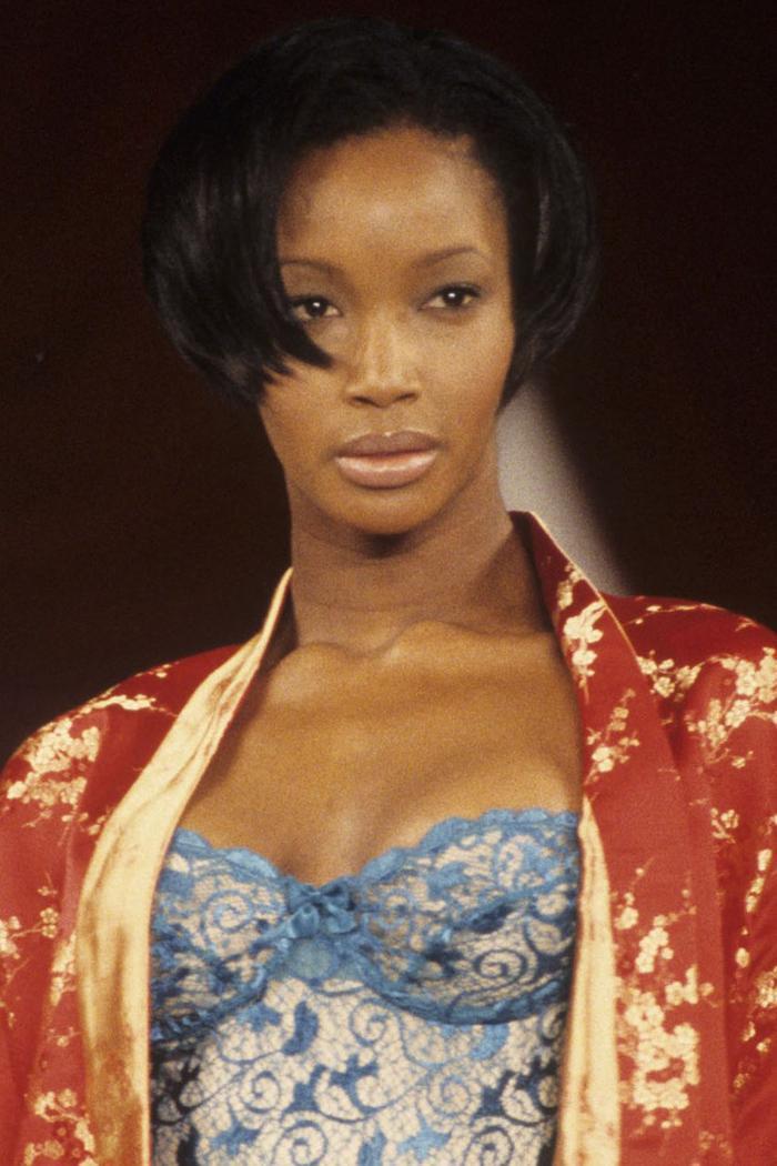 Beverly Peele nổi bật với màu son bóng da người và mái tóc pixie thương hiệu vào năm 1995.