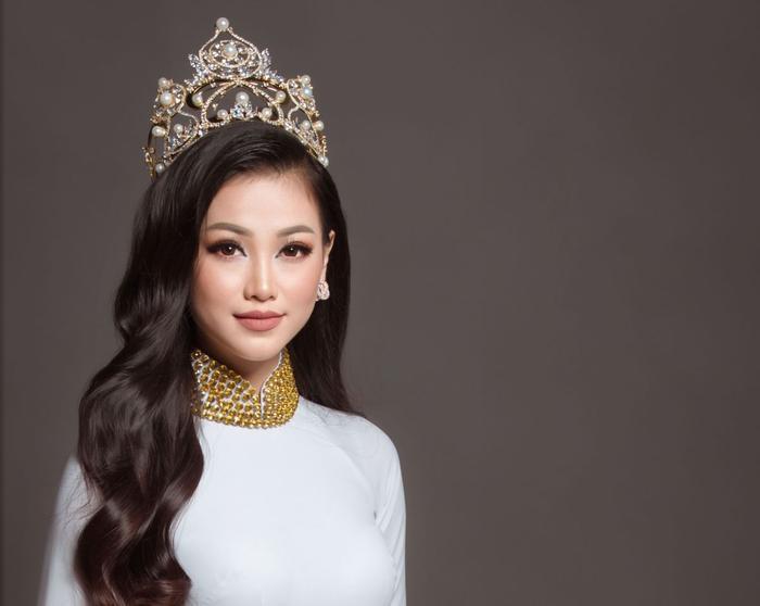 Tân Hoa hậu Trái đất Phương Khánh.