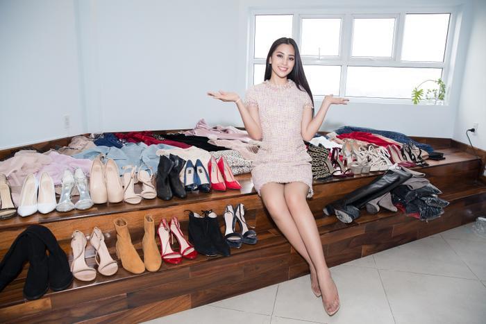 """Ngoài ra, cô cũng khoe tủ giày """"khủng"""", chuẩn bị cho cuộc thi quốc tế lần này."""