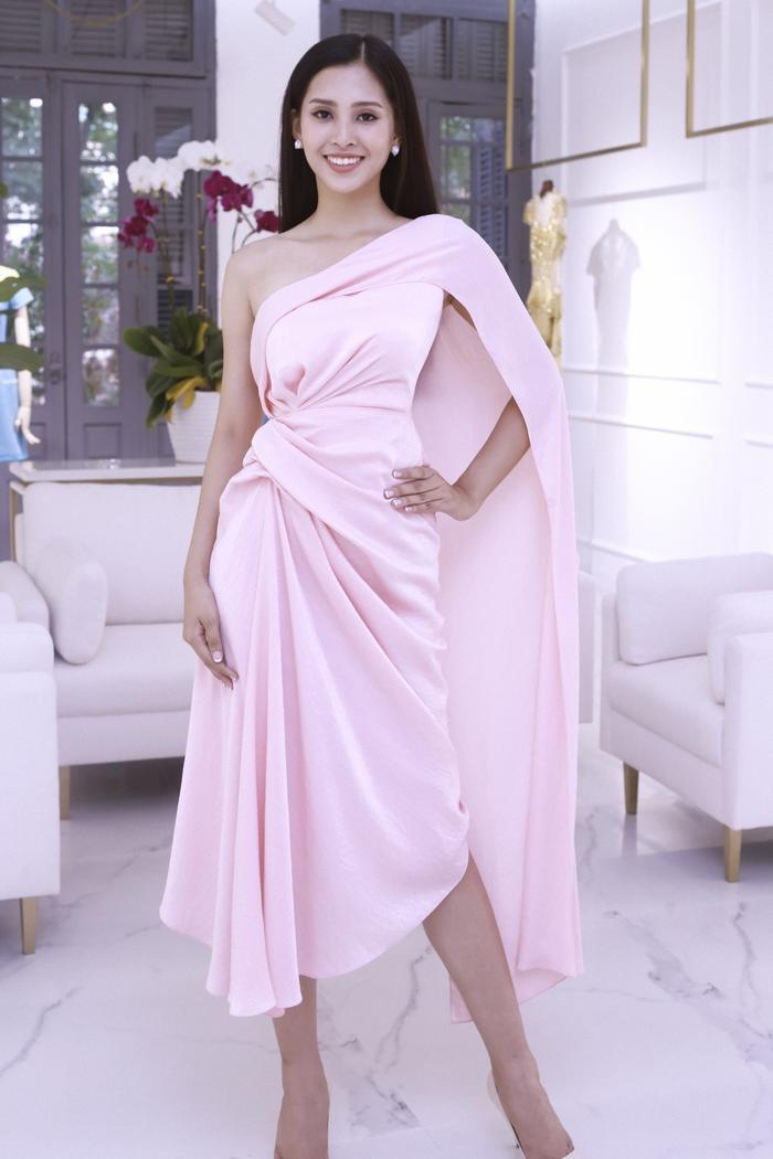 Lê Thanh Hòa - NTK của các hoa hậu cũng đồng hành với Tiểu Vy trong hành trình tại Miss World.