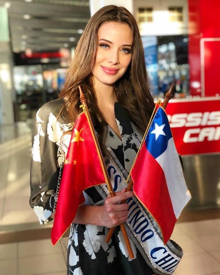 Anahi Hormazabal - đại diện Chile. Cô năm nay 20 tuổi, cao 1m75, hiện đang là sinh viên ngành kĩ thuật và là một người mẫu bán thời gian.