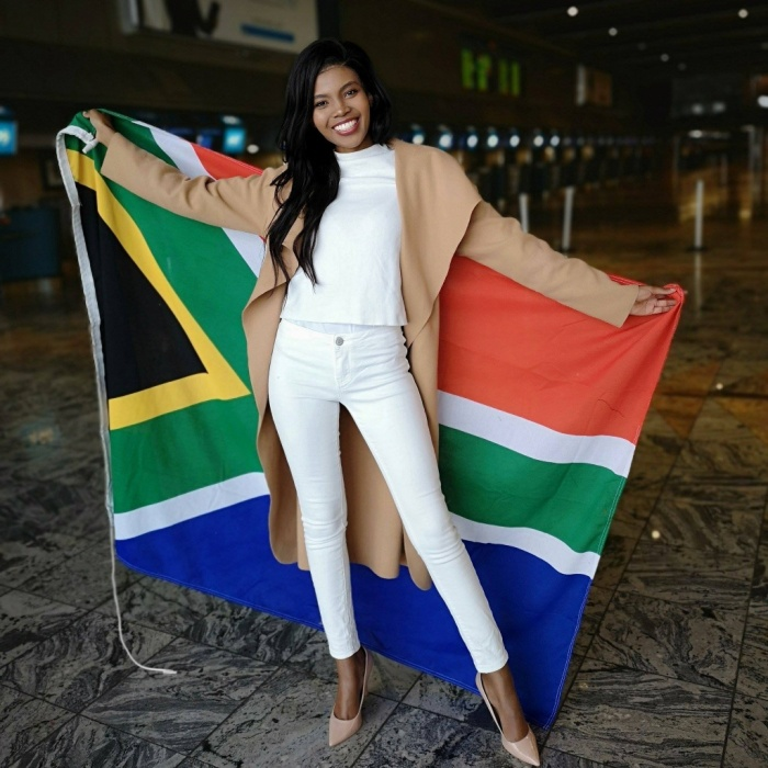 Thulisa Keyi - Hoa hậu Thế giới Nam Phi 2018. Cô năm nay 26 tuổi, cao 1m70. Thulisa Keyi hiện đang là một kế toán viên cao cấp. Sở thích của cô là đọc sách, rèn luyện thân thể và trình diễn thời trang.