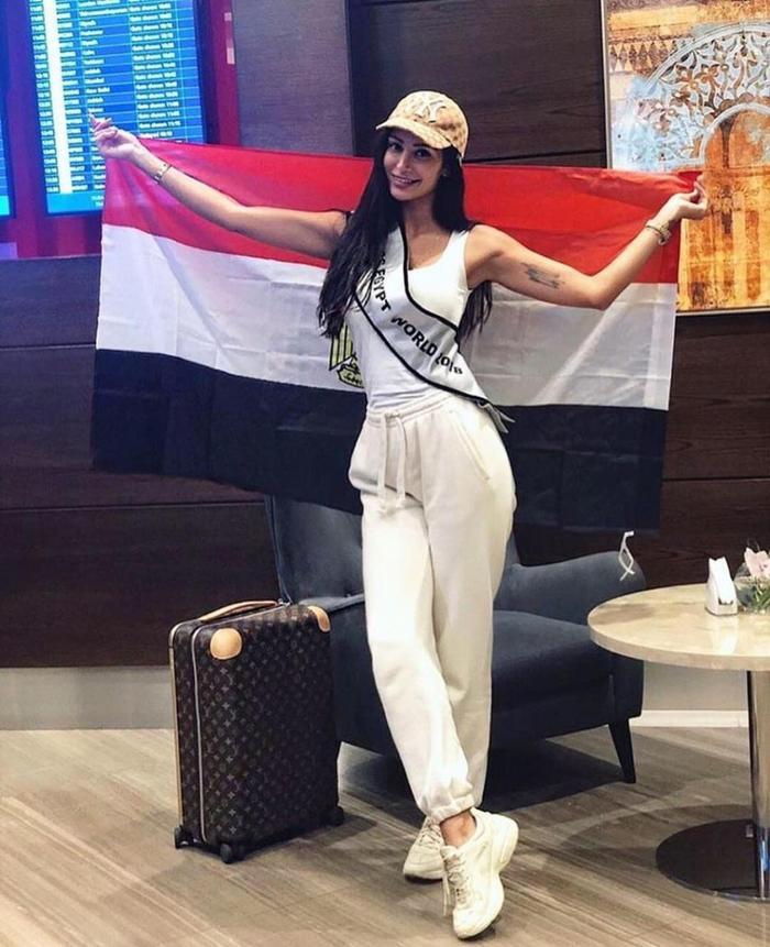 Đại diện Ai Cập - Mony Helal, 26 tuổi, cao 1m74. Sau khi học xong cao học về Truyền thông đại chúng, Mony hiện đang là Giám đốc của một Cơ quan Tư vấn và mong muốn lãnh đạo một Công ty đa quốc gia.