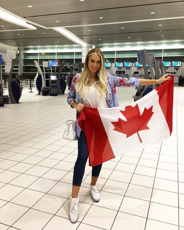 Hoa hậu Thế giới Canada 2018 Hanna Berkovic. Cô năm nay 19 tuổi, cao 1m76. Bên cạnh vai trò là một sinh viên, Hanna Berkovic còn làm giáo viên dạy khiêu vũ. Năm 2016, Hanna Berkovic từng đại diện Canada tham gia Miss Supranational - Hoa hậu Siêu quốc gia 2016 được tổ chức tại Ba Lan.