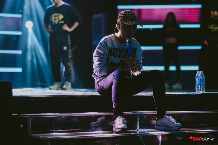Những phút mỏi mệt trên sân khấu…