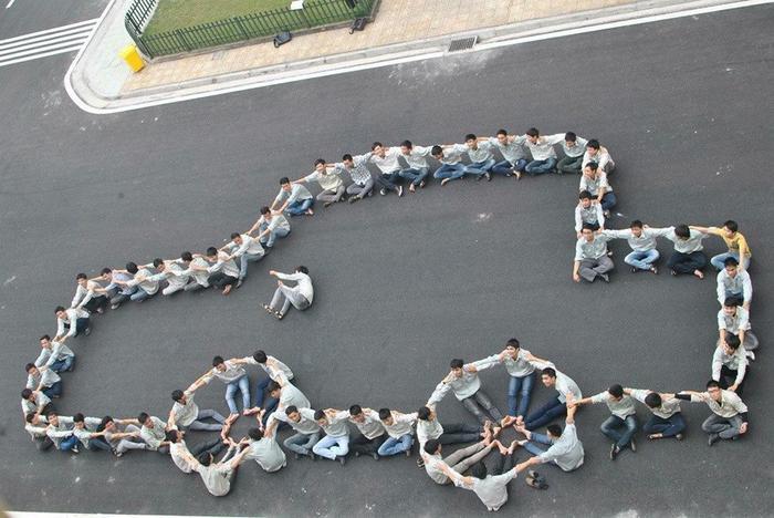 Bức ảnh thu hút cư dân mạng của các bạn nam sinh Đại học Công nghiệp Hà Nội