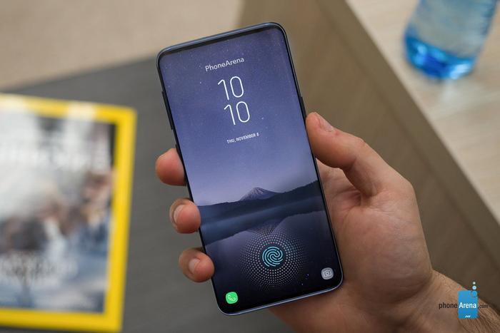 """Samsung Galaxy S10 có thể có cảm biến vân tay được tích hợp trực tiếp bên dưới màn hình. Theo nhiều rò rỉ đáng tin cậy, Samsung Galaxy S10 sẽ có cảm biến vân tay siêu âm được sản xuất bởi Qualcomm. Nó có khả năng vận hành nhanh và đáng tin cậy hơn rất nhiều so với cảm biến quang học khi dùng âm thanh để """"định hình"""" dấu vân tay của bạn."""