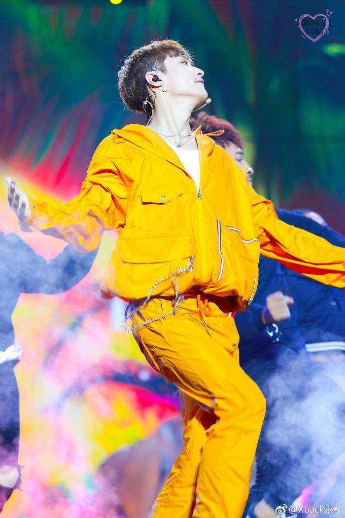 Trương Nghệ Hưng (LAY của EXO).