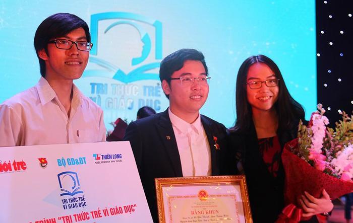 """Nhóm sáng lập Hệ thống xác thực trình độ học vấn là một trong 4 nhóm đạt giải cao nhất cuộc thi """"Tri thức trẻ vì giáo dục"""" năm 2018. Ảnh: Nguyễn Thảo"""