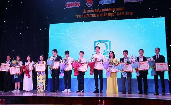 """Lễ trao giải cuộc thi """"Tri thức trẻ vì giáo dục"""" năm 2018 được tổ chức tối ngày 11/11 tại Hà Nội. Ảnh: Nguyễn Thảo"""