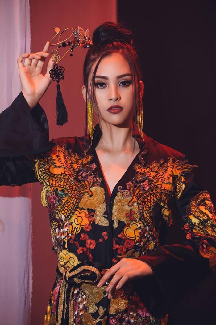 Click xem ngay: Màn cover 'Lạc trôi' cùng bộ ảnh cổ trang đẹp ma mị của Hoa hậu Tiểu Vy tại Miss World 2018
