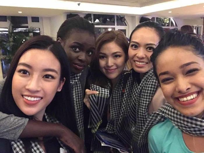Chiếc khăn rằn cũng theo chân Đỗ Mỹ Linh tại Miss World 2017. Cô đã dành tặng các thí sinh tại cuộc thi năm đó những chiếc khăn mang nhiều câu chuyện văn hóa quê hương của mình.