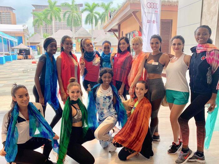 Tiểu Vy mang cả Hội An thu nhỏ dành tặng các thí sinh tại Miss World.