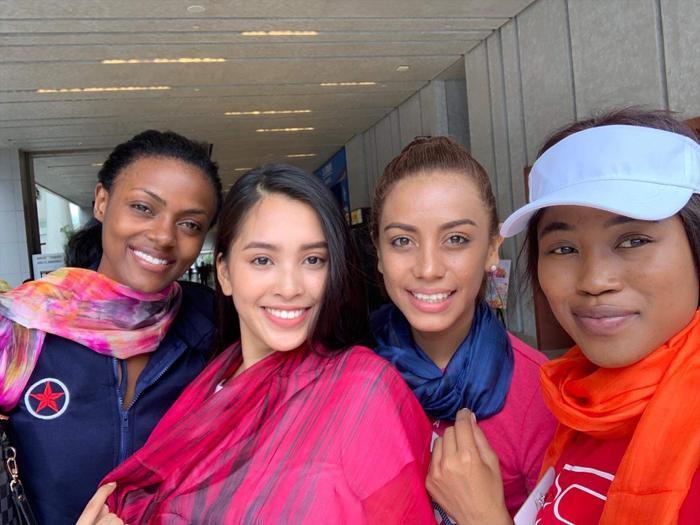 Khăn lụa Hội An – món quà về một thương cảng sầm uất được Tiểu Vy giành tặng các thí sinh tại Miss World