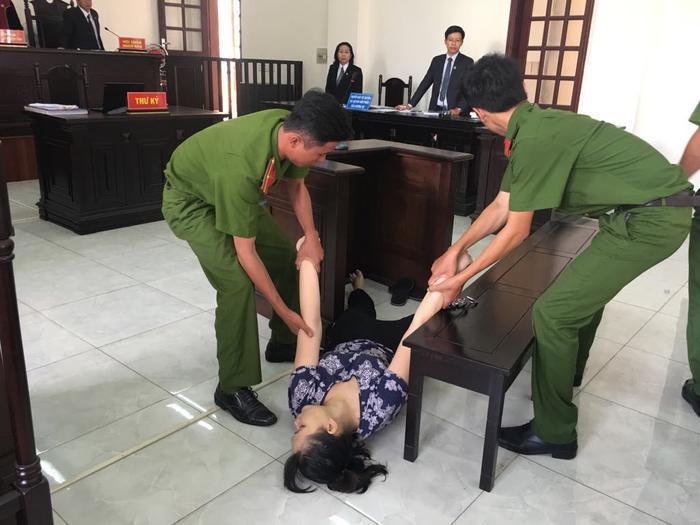 Bị cáo Phúc bị tuyên phạt 18 tháng tù giam.