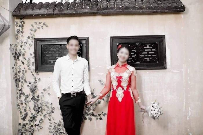 Ảnh cưới của vợ Thông cùng vợ khi ấy mới 14 tuổi.