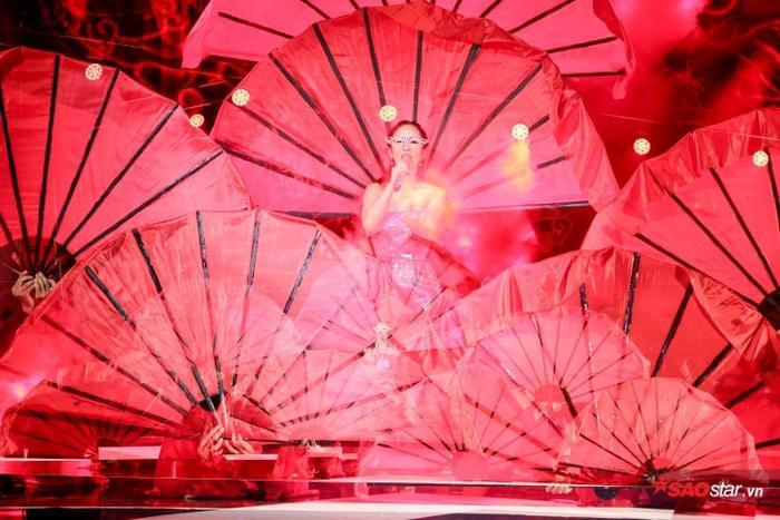 Sức lan tỏa của Sơn Tùng nóng cỡ nào mà khiến cho các sao Việt chẳng thể 'ngó lơ' như thế này!