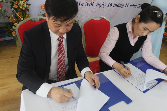 Tong khi ở nhiều trường, lễ khai giảng chỉ chú trọng vào việc tổ chức văn nghệ, hô hào khẩu hiệu thì tại trường Cao đẳng Quốc tế Hà Nội, nhà trường đã đẩy mạnh việc ký kết hợp tác với các doanh nghiệp.
