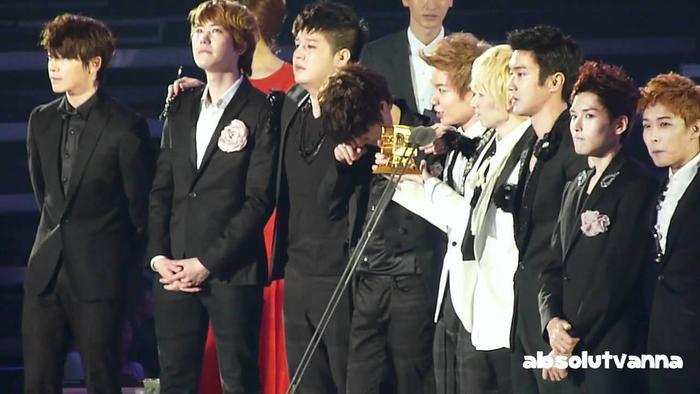 Suju là nhóm nhạc xuất sắc vượt qua các đối thủ khác để đoạt giải.
