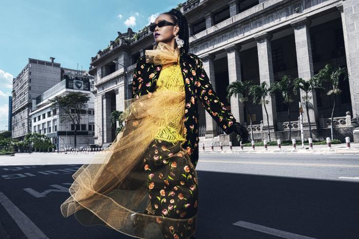 Dàn chân dài tung tăng 'náo loạn', 'quậy tưng' đường phố Sài Gòn
