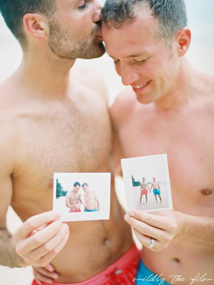 Giây phút thổn thức bao trái tim khi chiêm ngưỡng bộ ảnh của hai chàng trai