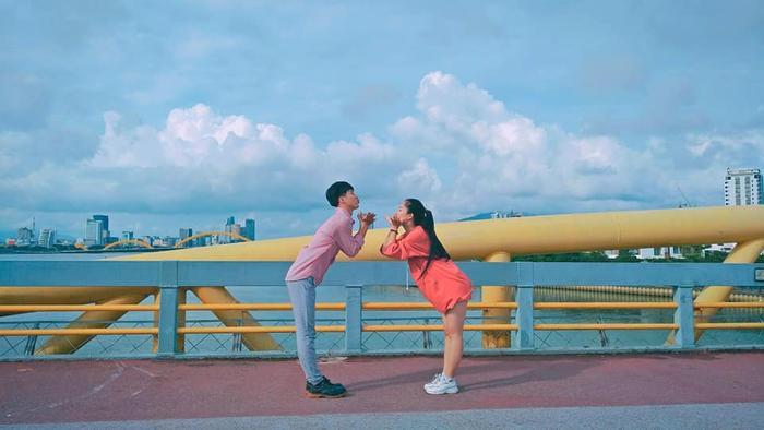 Chụp ảnh bên nhau quá đẹp, cặp đôi bạn thân khác giới từ cấp 3 đến ĐH nhận gạch đá vì lý do bất ngờ