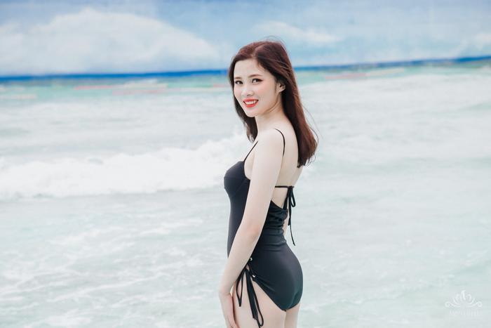 Nguyễn Linh có làn da trắng không tỳ vết và vẻ đẹp dịu dàng