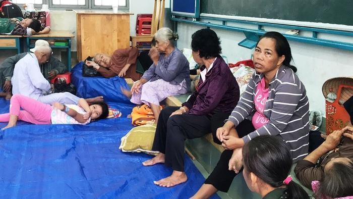 Khoảng 200 người dân trú bão tại trường THCS Cần Thạnh