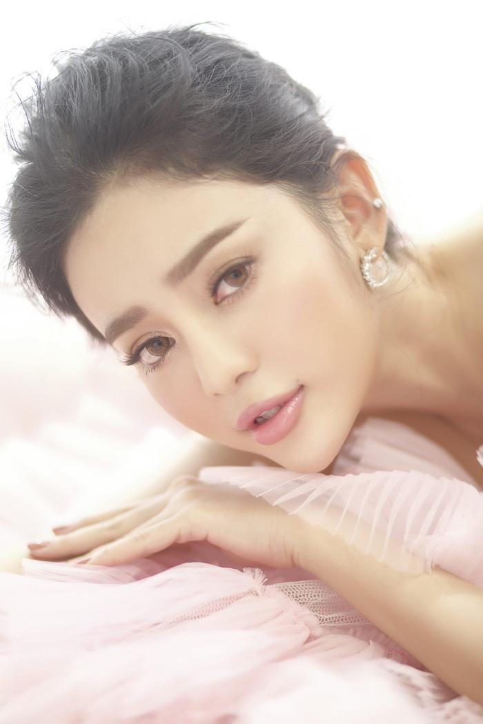 Là ca sĩ thì luôn phải khỏe vì vừa hát vừa nhảy rất mệt nên Ngọc Ny rất chăm chỉ làm đẹp khoa học nhất.