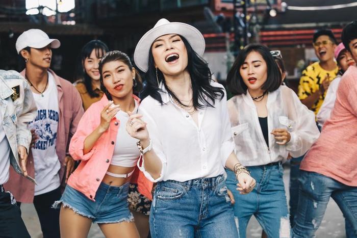 """Điệu nhảy Drunken Dance """"gây sốt"""" của Mỹ Tâm trong MV."""