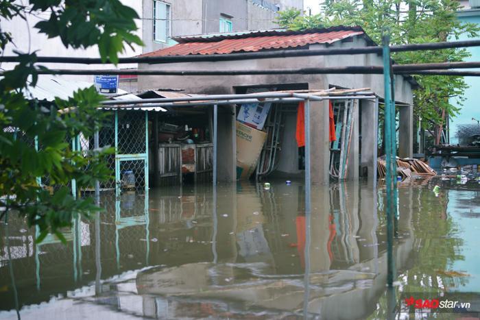 Nhiều ngôi nhà bị ngập sâu trong nước.