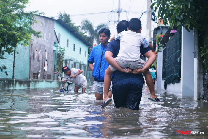 Toàn bộ khu dân cư gần như ngập úng hơn trăm ngôi nhà.