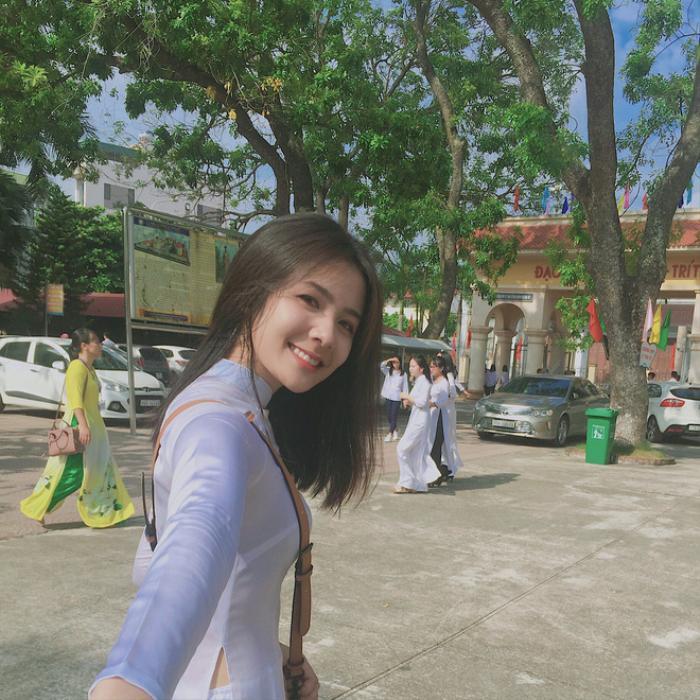 Hotgirl fan MU Nguyễn Tú Linh khiến cộng đồng mạng xôn xao