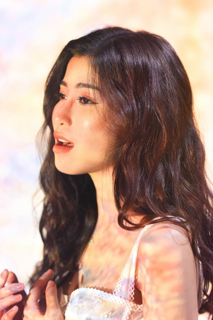 Ngọc Ánh đầy cảm xúc khi cover hit Những kẻ mộng mơ của Noo Phước Thịnh.