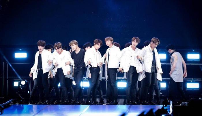 BTS thu về khoản tiền kếch xù từ chuyến lưu diễn vòng quanh thế giới.