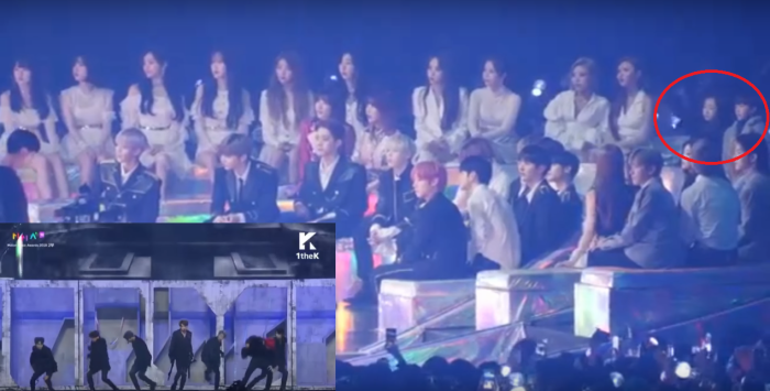Ngồi xem phần biểu diễn của BTS.
