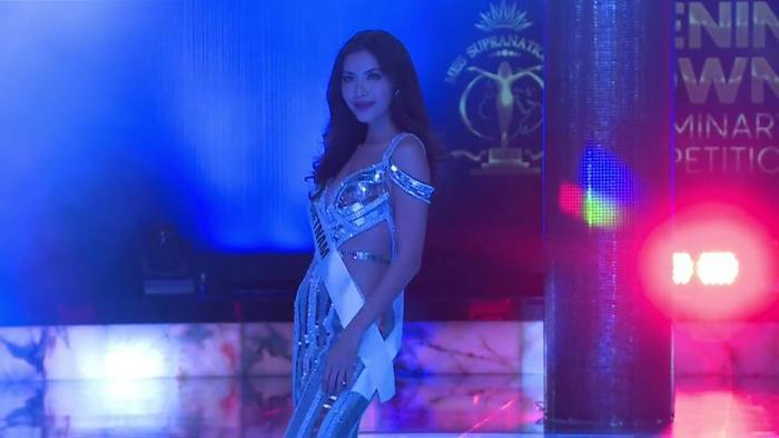 Mặc váy đuôi cá ánh kim, Minh Tú khoe vóc dáng nữ thần ở phần thi Evening Gown ảnh 2