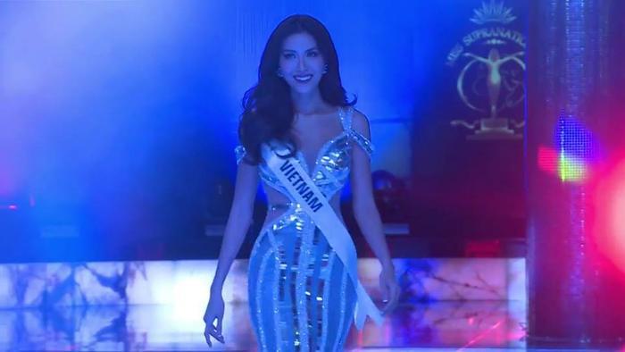 Mặc váy đuôi cá ánh kim, Minh Tú khoe vóc dáng nữ thần ở phần thi Evening Gown ảnh 3