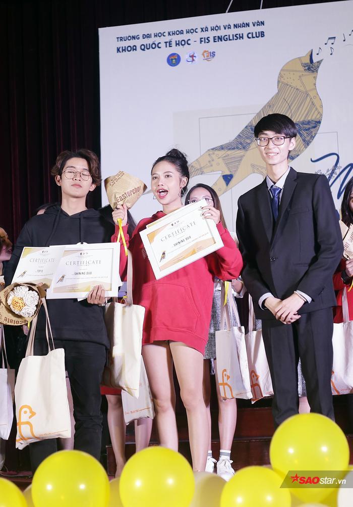 Cô giành giải Cặp đôi song ca xuất sắc nhất cùng Kiên Thành