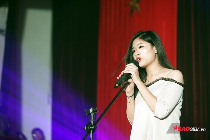 Phạm Thị Hải Hà - sinh viên của ĐH Khoa học Xã hội và Nhân văn thể hiện ca khúc If I ain't got you