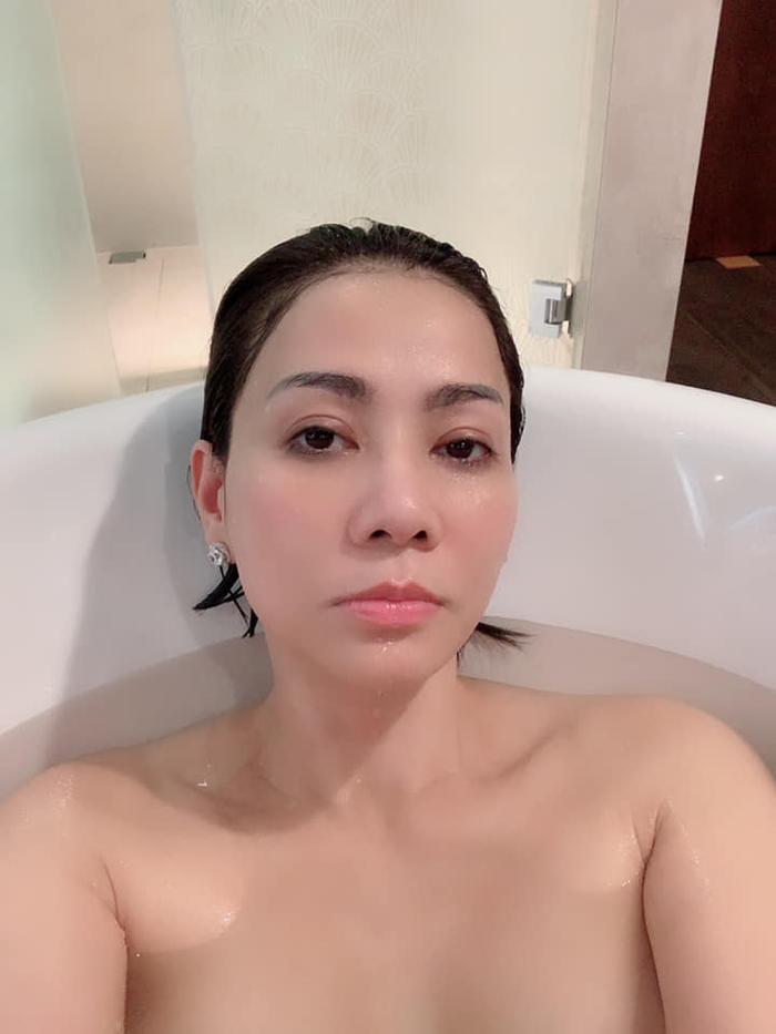 Bà mẹ một con Thu Minh gây sốt với tạo hình quyến rũ trong bồn tắm khoe vòng một gợi cảm như gái 20 ảnh 1