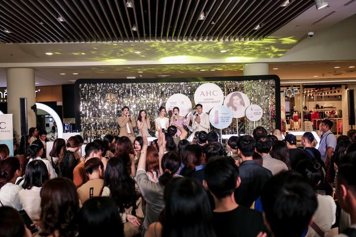 Dàn sao Việt cùng nhau chia sẻ bí quyết chăm sóc da tại sự kiện của thương hiệu mỹ phẩm AHC ảnh 3