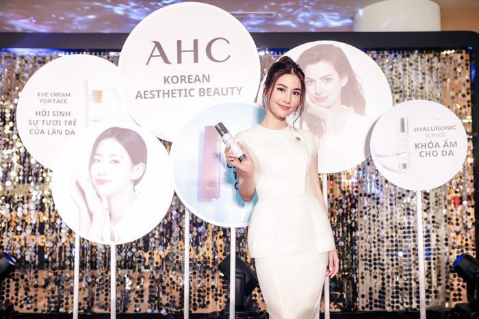 Dàn sao Việt cùng nhau chia sẻ bí quyết chăm sóc da tại sự kiện của thương hiệu mỹ phẩm AHC ảnh 5