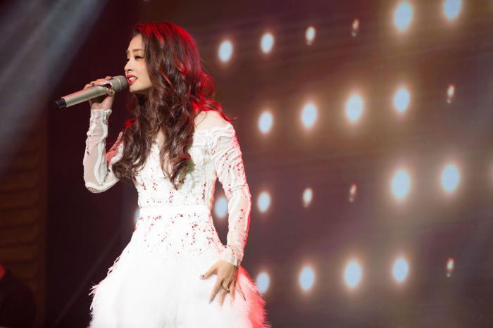 Tuy theo đuổi ca hát 3 năm nhưng đến tận hôm nay Thu Hằng mới có được minishow đầu tiên gửi đến các khán giả đã và đang yêu mến mình. Dù vậy, nữ ca sĩ miền Trung vẫn thấy đáng quý và may mắn khi ước mơ đã thành hiện thực.