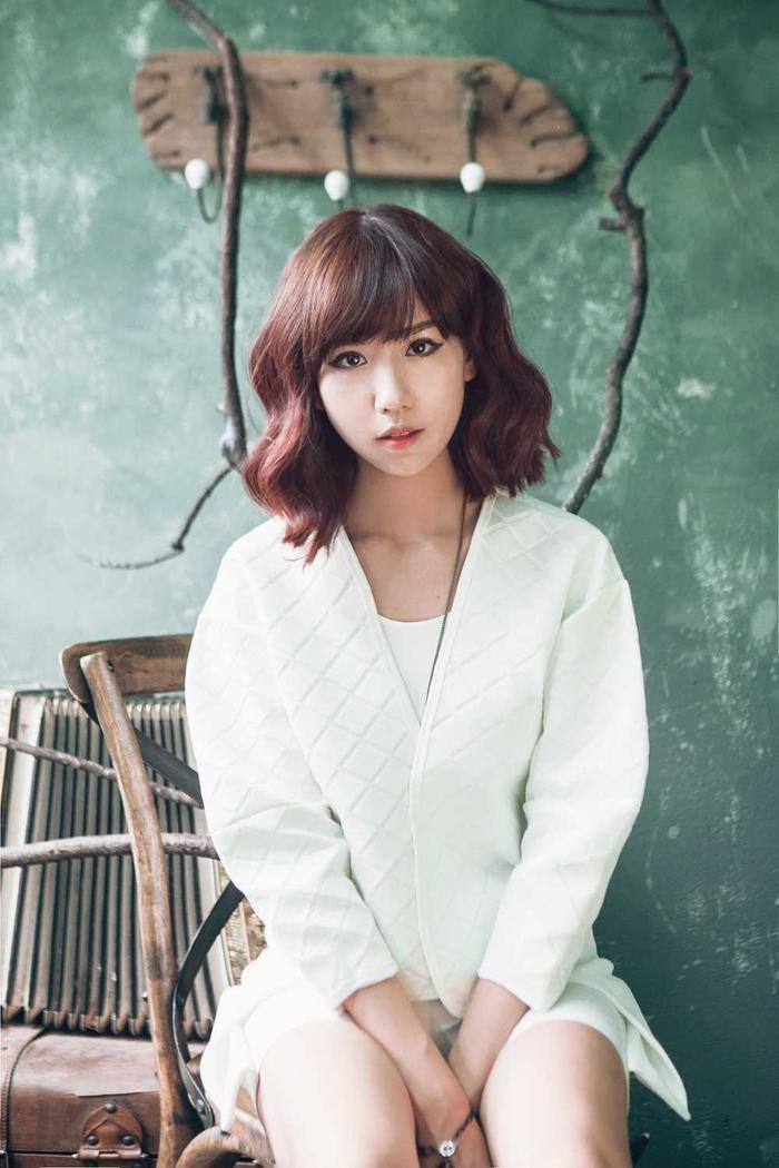 và Min đều nằm trong top BXH Nghệ sĩ nữ Việt Nam được stream nhiều nhất và sở hữu Ca khúc được stream nhiều nhất.