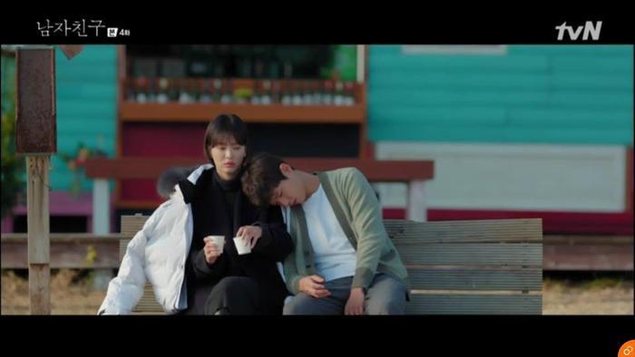 Khi anh vô tình thiếp đi Soo Hyun đã kể về tuổi thơ của mình.