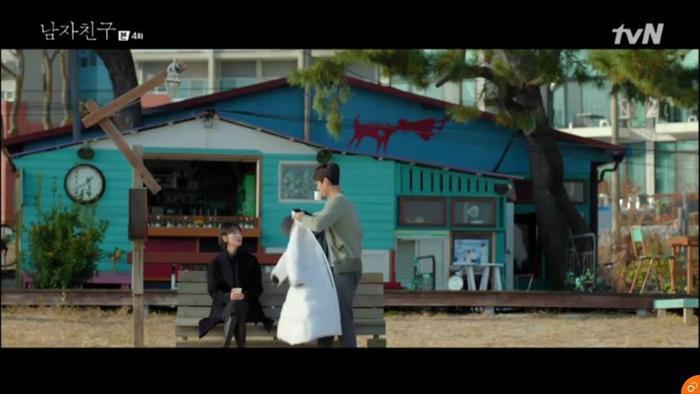 Jin Hyuk mời Soo Hyun đi uống cafe.