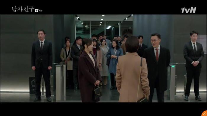 Soo Hyun bị chỉ trích trước toàn thể nhân viên.