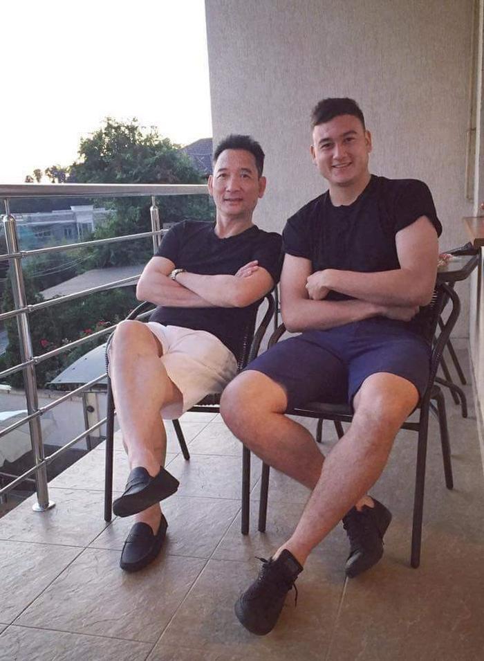Áo phông, quần short là combo ưa thích của Lâm.