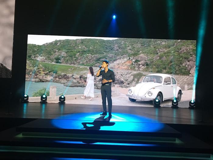Song Luân luyện tập hăng say cho sân khấu trình diễn.